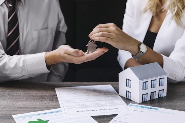 kredyt hipoteczny - przekazanie kluczy i umowa kredytu